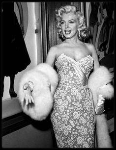 """4 Novembre 1953 / (part II) Marilyn est magnifique le jour de la Première du film """"How to marry a millionaire""""."""