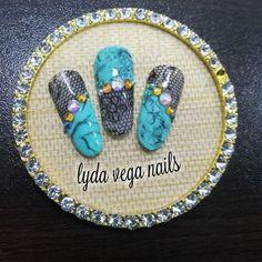 Diseño comercial 😊 #uñas #nailart #pasionuñas #nails #hechoamano #uñasytrazos #uñasconestilo #arteuñas #uñasinovadoras #formagel… Vegas Nails, Nailart, Instagram, Women, Fingernail Designs, Hand Made, Woman