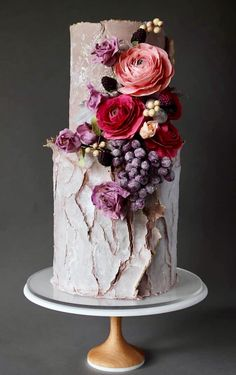 10 The prettiest floral wedding cakes for any season ? naked wedding cake : 10 The prettiest floral wedding cakes for any season ? Naked Wedding Cake, Burgundy Wedding Cake, Wedding Cake Fresh Flowers, Luxury Wedding Cake, Black Wedding Cakes, Floral Wedding Cakes, Wedding Cakes With Cupcakes, Floral Cake, Beautiful Wedding Cakes