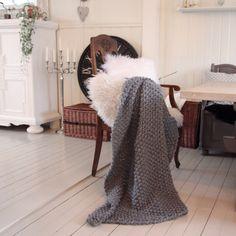 Pledd strikket i perlestikk. (Karishytteoghjem)