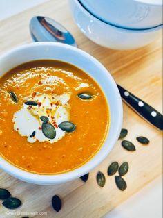 Weltbeste Kürbissuppe Worlds best pumpkin soup Related posts: Creamy Chicken Tortellini Soup Easy Pork Chop Recipes, Easy Soup Recipes, Pumpkin Recipes, Pork Recipes, Crockpot Recipes, Dinner Recipes, Meatball Recipes, Best Pumpkin, Pumpkin Soup
