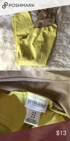 Motherhood maternity crop pants Size medium. GUC bundle and save Motherhood Maternity Pants Capris