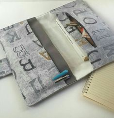 Funda de libro Book Nerd, Book Club Books, Book Protector, Diy Wallet, Sewing Projects, Sewing Ideas, Book Sleeve, Tablet Cover, Book Lovers Gifts