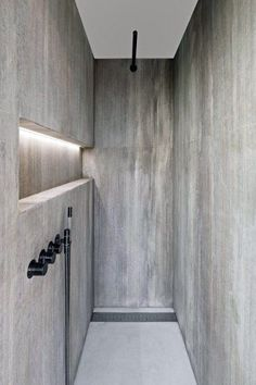 Bathroom decor for your master bathroom renovation. Learn bathroom organization, bathroom decor ideas, master bathroom tile a few ideas, master bathroom paint colors, and more. Shower Niche, Shower Enclosure, Shower Rooms, Bad Inspiration, Bathroom Inspiration, Bathroom Ideas, Bathroom Organization, Bathroom Cleaning, Bathroom Storage
