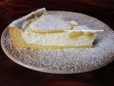 Úžasný koláč s krehulinkým cestom, ktoré sa rozplýva na jazyku a šťavnatou,osviežujúcou tvarohovou plnkou. Je jednoduchý ale ch...