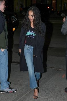 Zoe Kravitz Photos - Zoe Kravitz spends time out and about in New York City, New York on March - Zoe Kravitz Goes Out in NYC 30 Outfits, Celebrity Outfits, Mode Outfits, Fashion Outfits, Fashion Styles, Zoe Kravitz Tattoos, Zoe Kravitz Braids, Casual Street Style, Street Style Looks