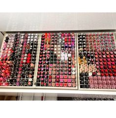 Look at all the lipstick !!!!!!!!!!!!!!!