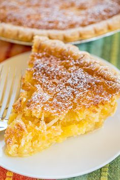 Pineapple Pie – Pineapple Coconut Chess Pie – so easy and it tastes fantastic! Great for parties and potlucks! Kokos Desserts, Coconut Desserts, Köstliche Desserts, Delicious Desserts, Dessert Recipes, Pastry Recipes, Pineapple Pie Recipes, Pineapple Desserts, Pineapple Coconut