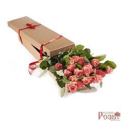 Букет из алых роз в уникальной цветочной упаковке, доставка роз по Москве