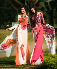 vietnam fashion vietnamese fashion models -- ao dai is Vietnamese artform! So beautiful! Ao Dai, Vietnamese Traditional Dress, Vietnamese Dress, Traditional Fashion, Traditional Dresses, Oriental Fashion, Asian Fashion, Beauty And Fashion, Womens Fashion