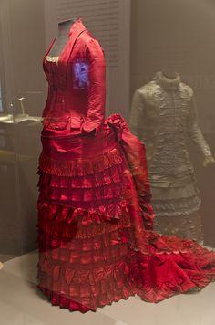 1876 dress at Philadelphia Museum of Art.