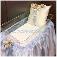 Bebek beşiği süsleme ve altın yastığı