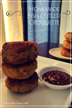 This homemade fish cutlet is made fresh with fish, potatoes, and spices, and will fill up your kitchen with the delicious smell of fried breadcrumbs. Top Recipes, Easy Healthy Recipes, Indian Food Recipes, Sweets Recipes, Kerala Recipes, Healthy Meals, Yummy Treats, Delicious Desserts, Fish Cutlets