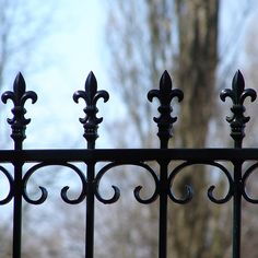 Incredible Garden fence gate diy,Modern fence lighting and Wooden fence materials. Brick Fence, Front Yard Fence, Farm Fence, Fence Art, Backyard Fences, Yard Fencing, Rustic Fence, Concrete Fence, Pallet Fence