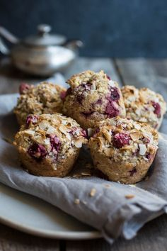 Muffins framboises bananes et gingembre | K pour Katrine Desserts With Biscuits, Sweet Potato Muffins, Muffin Bread, Breakfast Muffins, Baking Cupcakes, Healthy Sweets, Healthy Recipes, Sweet Bread, Muffin Recipes