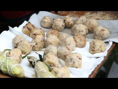 Kathleen Nadeau, of Eastern Abenaki heritage, teaches you how to make a traditional Cherokee corn bread during the Homestead Harvest Days, Latzer Homestead i. Cherokee Fry Bread Recipe, Cherokee Food, Appalachian Recipes, Native Foods, A Food, Food Prep, Learn To Cook, Quick Easy Meals, Indian Food Recipes