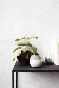 Bei dieser Vase mit einem Farbverlauf und der organischen Form kann die Vase auch ohne eine Blume sehr hübsch wirken. House Doctor, Mocha, Ceramics, Form, Baby, Design, Home Decor, Small Vases, Trays