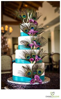 One of my favorites that i have pinned so far!!!!!!!! Peacock wedding cake