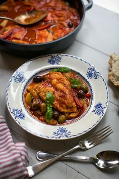 Learn how to make Donal Skehan's One Pan Chicken Cacciatore. Chicken Caccitore, Quick Recipes, Irish Recipes, Savoury Recipes, Quick Meals, Healthy Meals, Italian Pasta Dishes, Easy Chicken Parmesan, One Pan Chicken