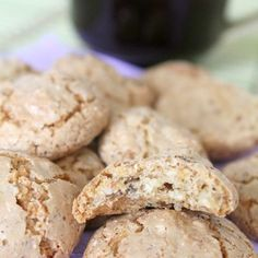 This recipe for almond macaroons is so simple and easy, it will soon become your go to recipe! These almond macaroons are quick to make and so delicious! Recipe For Almond Macaroons, Almond Biscotti Recipe, Macaroon Recipes, Almond Cookies, Almond Recipes, Baking Recipes, Amaretti Cookies, Easy Delicious Recipes, Sweet Recipes