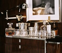 + bar set up = madmen (Ralph Lauren Home Modern Metropolis New York Style Luxury Urban Modern Masculine) Bar Cart Styling, Bar Cart Decor, Küchen Design, House Design, Design Trends, Modern Design, Gold Bar Cart, Home Modern, Modern Bar