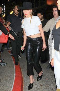 Amber Heard in San Diego, California on Friday Burgundy Leather Jacket, Leather Vest, Leather Skirt, Amber Heard Style, Blue Mom Jeans, Olive Jacket, Camouflage Jacket, Oversized Denim Jacket, Red Carpet Fashion