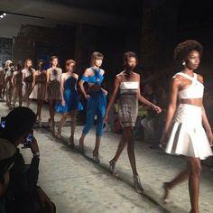 Desfile Primavera-verão 2015 do estilista Gustavo Carvalho na @casadecriadores com acessórios Raquel Arasaki ❤️ #regram @closetonline