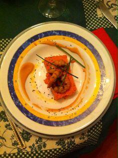 Pastel de mar con gamba roja en su jugo con cebollino