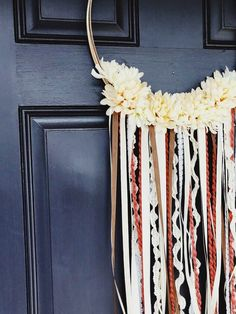 Spice up your front door with this cute DIY hoop wreath that only took 20 minutes to make! Backsplash Wallpaper, Kitchen Backsplash, Diy Kitchen, Kitchen Decor, Kitchen Cabinets, Wreath Crafts, Diy Wreath, Burlap Wreath, Diy Crafts