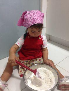Cozinhando com a pequena. Atividade montessoriana