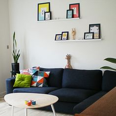 retro loveliness - <3 the shape of the coffee table and the geometric pillow