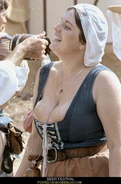 Oktoberfest History, Renaissance Fair, Costume, Ssbbw, Pictures To Draw, Cosplay Girls, Boobs, Curves, Pure Products
