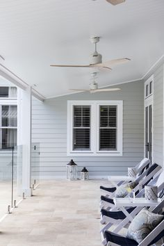 Love the coastal look? Scyon Linea weatherboards allow you to create a classic weatherboard look without the maintenance. Colour probably Spanish Olive Outdoor Tiles, Outdoor Rooms, Weatherboard House, Queenslander, Outdoor Pavillion, Exterior House Colors, Exterior Paint, Hamptons House, Facade House