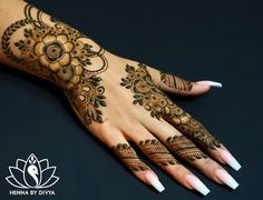 Beautiful and Easy Mehndi Designs For Eid You Must Try - Tikli Pretty Henna Designs, Floral Henna Designs, Basic Mehndi Designs, Arabic Henna Designs, Bridal Henna Designs, Mehndi Designs For Girls, Mehndi Design Pictures, Mehndi Designs For Fingers, Latest Mehndi Designs