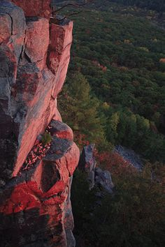 500-foot high Quartzite bluffs surround a crystal clear lake. Check out Devil's Lake State Park in Baraboo, Wisconsin.