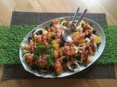 Salat mit Fenchen und Orangen  Eine erfrischende Salatvariante, auch als Vorspeise gut geeignet! Vor allem die Orangen peppen diesen Salat auf und geben diesem eine fruchtige Note!  Rezept findet ihr im Link! Note, Chicken, Meat, Link, Fennel, Salmon, Cooking, Cubs