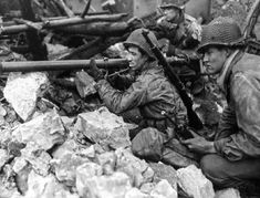 Bazooka Team of officer Bernie Heck of the US 94th infantry division credited with destroying four Panzer IVs, Germany 1945. German Soldiers Ww2, Germany Ww2, Pearl Harbor Attack, Learn Faster, Get Shot, Military History, World War Ii, Division, Battle
