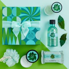Body Shop At Home, The Body Shop, Christmas Shopping, Christmas Gifts, Cosmetic Design, Sport, Shaving Kits, Fitness, Skin Care