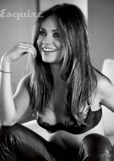Mila Kunis is the Sexiest Woman Alive. Watch Esquire's Mila Kunis video and photos, plus read the Mila Kunis Esquire interview Mila Kunis Pics, Mila Kunis Photoshoot, Femmes Les Plus Sexy, Jessica Biel, Esquire, Beautiful Celebrities, Gorgeous Women, Sensual, Britney Spears