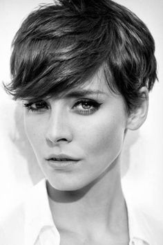 Love this cut so much! You have to have the right face to pull it off though. She certainly has; she's gorgeous! Not sure if I do though hehe! If I do go short, though, I'd go for this cut.