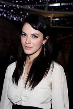 Jessica Brown Findlay Born: September 1989 in Cookham, Berkshire, England, UK Height: m) Jessica Brown Findlay, English Actresses, British Actresses, British Actors, Downton Abbey, Brave, Lady Sybil, Dark Brunette, Love Hair