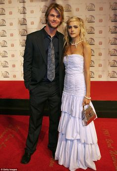 Chris hemsworth dating isabel lucas