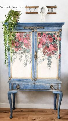 Floral Painted Furniture, Paint Furniture, Furniture Projects, Furniture Making, Furniture Makeover, Painting Cabinets, Painting On Wood, Weird Furniture, Repurposed Furniture