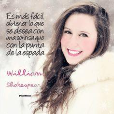 〽️Es mas fácil obtener lo que se desea con una sonrisa que con la punta de la espada.  William Shakespeare