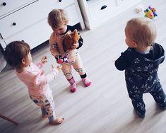 Paras perjantai-disko tämän vauhtikolmikon kanssa Monnan luona heidän ihanassa uudessa kodissa. Juotiin me äidit kahvitkin vaikkei kukaan tainnut istua pöydässä yhtä aikaa.  Puuha ja vauhti on kivaa - tuntee elävänsä.   #weekendmood #friyay #friday #perjantai #kahvit #love #hillasblog #kids #bredenkids #toddlers