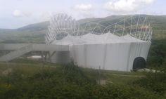 El Centro de Interpretación de la Cereza, junto a la Ctra N 110 se mantiene a la espera de ser terminado,