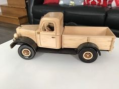 Wooden Wagon Wheels, Wooden Toy Trucks, Wooden Car, Woodworking Projects For Kids, Woodworking Toys, Wood Projects, Diy Shoe Storage, Making Wooden Toys, Popsicle Crafts