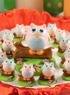 Souvenirs Lechuzas - Porcelana Fria Polymer Clay Sculptures, Polymer Clay Creations, Polymer Clay Charms, Polymer Clay Art, Owl Cakes, Cupcake Cakes, Clay Owl, Polymer Project, Kids Clay