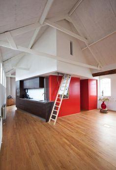 vlizotrap naar de vliering // loft apartment in a small factory building // folding ladder 03