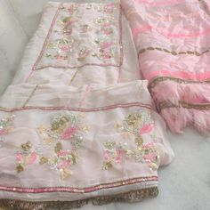 Embroidery Suits Punjabi, Hand Embroidery Dress, Embroidery Suits Design, Embroidery Fashion, Punjabi Suits Designer Boutique, Indian Designer Suits, New Designer Dresses, Boutique Suits, Silk Kurti Designs